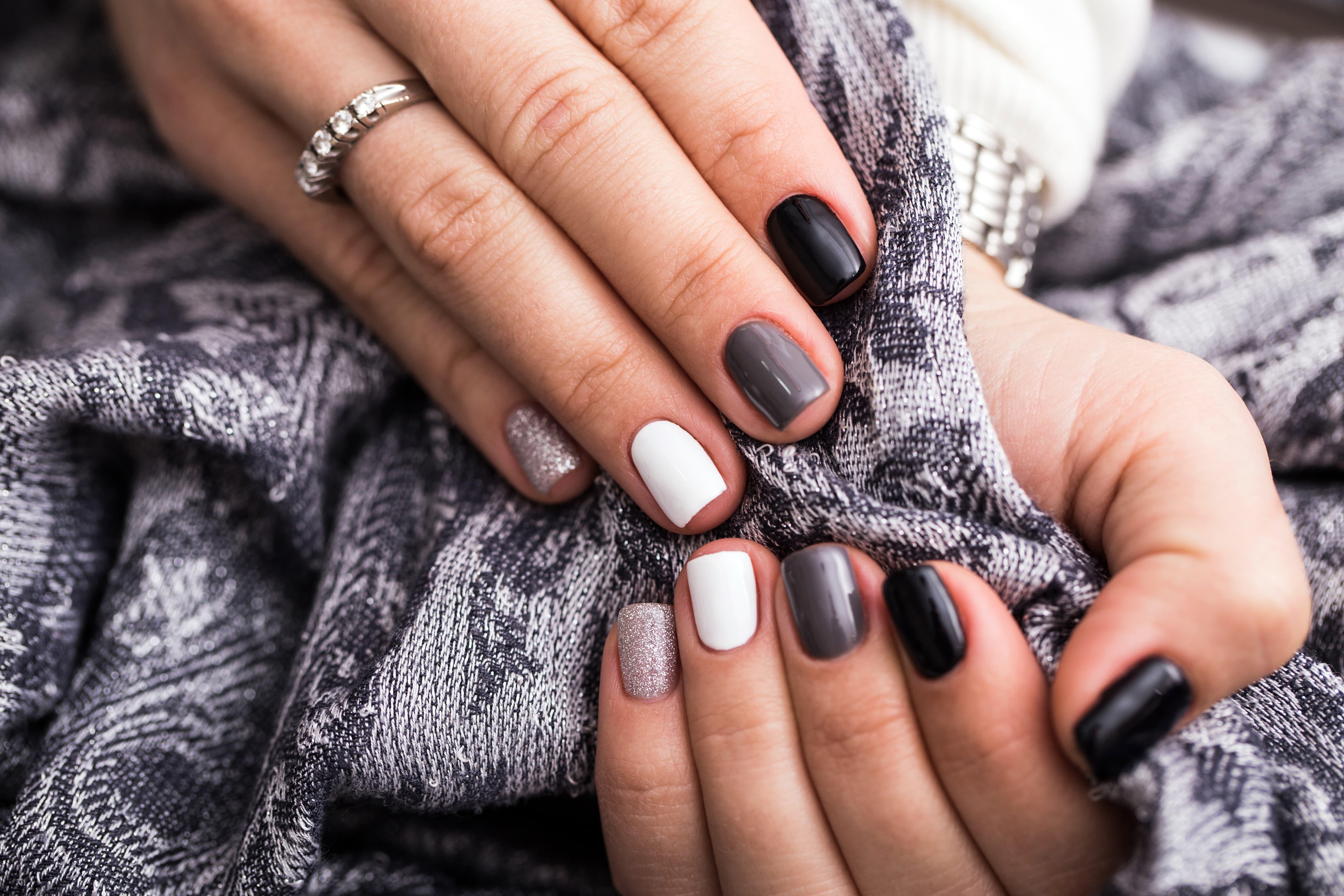 Manicure żelowy